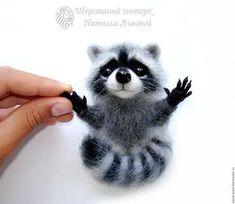 Купить Крошка Енот брошь - валяный енотик - сухое валяние из шерсти raccoon - енот