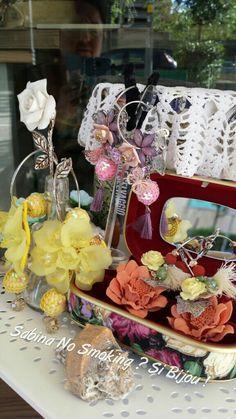 Orecchini #unicisabinanosmokingsibijou fatti da me a mano fiori nappe gialli rosa colorati