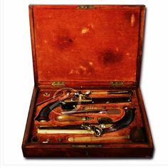 """DUTRALeilões , uma casa com 30 anos de história , em seu primeiro leilão web www.IARREMATE.com  Lote 0069 Par de pistolas pederneira de duelar com todos seus acessórios. Cano oitavado de bronze polido decorado com volutas e marcado com um """"N"""" entre ramos;   #dutraleiloes #iarremate #oscarfreire #jardimpaulistano #art #auction #arquitetura #pistolas #guns #armas #luxo #leblon #leilão #antiguidade #antiquário #homedecoration #sp #ipanema #leblon #luxo #casavogue #voguebrasil #duelo"""