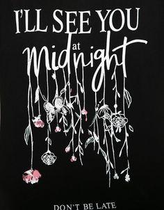 'T-shirt Bershka estampada.Midnight/Nothin.'. Descubra esta e muitas outras roupas na Bershka com novos artigos cada semana