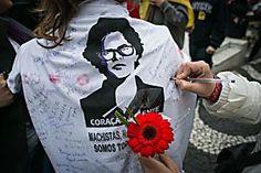"""Milhares de militantes se reuniram na Esquina Democrática e arredores para ato com a presença de Dilma Jaqueline Silveira Recebida por milhares de militantese aos gritos de """"Fora, Temer"""", a presidenta afastada, Dilma Rousseff (PT), participou no começo da noite desta sexta-feira (3), do """"Ato contra o Golpe"""", realizada na Esquina Democrática, centro de Po"""