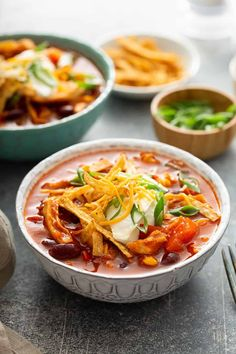 Easy Chicken Chili is so simple! Rotisserie chicken, tomatoes, corn, and beans are simmered with chili spices for a total win at dinner time. Entree Recipes, Chili Recipes, Dinner Recipes, Soup Recipes, Healthy Recipes, Cooking Recipes, Easy Chicken Chili, Easy Chicken Recipes, Chicken Meals