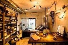 ワンルームをおしゃれに暮らす!「REISM meets Rigna」のスタイリッシュなコーディネート実例 | folk Student Apartment, Student Room, Apartment Interior, Room Interior, Interior Design, Room Ideas Bedroom, Room Decor, Japanese House, Dream Rooms