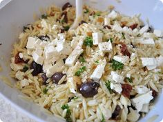 orzo Vegetarian Recipes, Cooking Recipes, Healthy Recipes, Yummy Recipes, Orzo Salat, Greek Orzo Salad, Feta Salad, I Love Food, Gastronomia