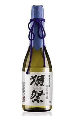 獺祭(だっさい)は山口県の酒造メーカー旭酒造が作っているお酒です。 女性が飲みやすい日本酒となっており、初めて日本酒を飲む人にもおすすめ。 発泡のにごり酒もあり、こちらならば日本酒が苦手な人でもスパークリングワインのように飲めますよ。