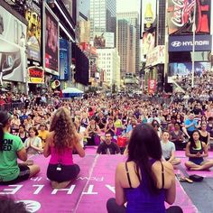 #summersolstice #yoga #timessquare #nyc (at Times Square)