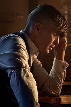 The Peaky Blinders Season 5 Soundtrack Proves This Show Has the Best Music on Television - Bärte Peaky Blinders Grace, Peaky Blinders Season 5, Peaky Blinders Series, Peaky Blinders Quotes, Peaky Blinders Thomas, Cillian Murphy Peaky Blinders, Soundtrack, Peaky Blinders Merchandise, Estilo Gangster