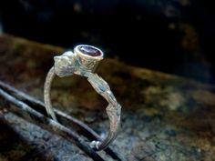 anello granato rosso naturale ramoscello anello di MoMoJewellery