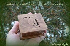You need to wind the key up first, then let it go and the music box will play the song over and over (for about 2 minutes)! These wind up music boxes are permanently sealed shut if the wind up key is on the top! If we put the wind up key to the bottom of the music box and the box itself stands on cute little feet, you can have an open lid as well!