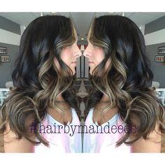 I love two tone hair! #hairbymandeeee #balayage #hairpainting #handpainted #curlyhair #blondehair #faceframing #darkhair #behindthechair #redkenofficial #styleyourstory #cilantrohairspa #flashlift