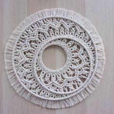 Macrame Rings, Macrame Mirror, Macrame Art, Macrame Projects, Macrame Knots, Micro Macrame, Macrame Plant Hanger Patterns, Macrame Plant Hangers, Macrame Patterns