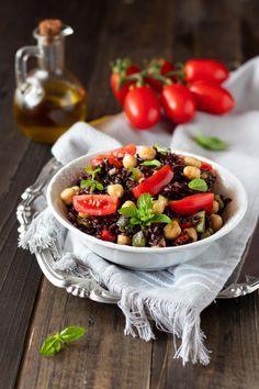 INSALATA DI RISO VENERE CON VERDURE, è una ricetta ottima da gustare fredda. Si prepara in pochi minuti. E' semplicissima e molto golosa. #food #eat #recipe #ricette #veg #vegan #vegetarian #ricettevegan #riso #verdure #zucchine #peperoni #ceci #ricetteconverdure #ricetteconzucchine #ricetteconpeperoni #piatti #primipiatti