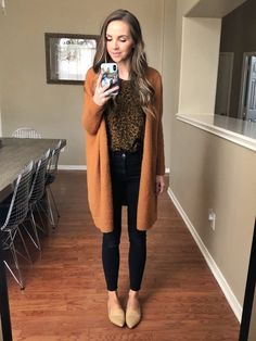How to Build a Capsule Wardrobe Pieces, Dozens of Outfits) Casual Teacher Outfit, Cute Teacher Outfits, Casual Work Outfits, Business Casual Outfits, Work Attire, Work Casual, Winter Teacher Outfits, Professional Teacher Outfits, Teacher Style