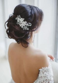 beautiful hairstyle for the bride