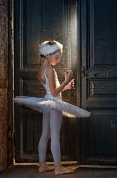 sweet tiny dancer Wish I would've looked like this in my tights when I was taking ballet, mine never fit tight. :/