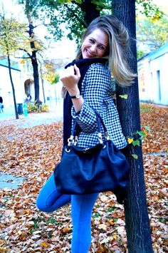 Model Sophie shows her favorite fall-outfits on stilspielerei.com Models, My Outfit, Fall Outfits, Ruffle Blouse, Tops, Women, Fashion, Autumn, Moda