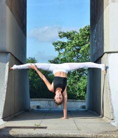 Adell Bridges looks stunning in the #AloYoga Mesh Goddess Legging #yoga #inspiration #flexibility