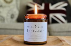 Let's make quarantine cozy, especially now that winter is approaching! Not only do essential oil-based candles help construct a cozy atmosphere, but they also help purify the air in your home. fleuretbois.etsy@gmail.com
