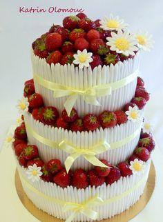 Svatební dort s jahodami