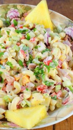 Lunch with Me.Hawaiian Macaroni Salad Recipe ~ A delicious variation on traditional macaroni salad. Salad Bar, Soup And Salad, Hawaiian Dishes, Hawaiian Luau, Hawaiian Recipes, Hawaiian Parties, Hawaiian Salad, Hawaiian Macaroni Salad, Pasta