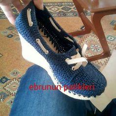 Shoe Boots, Shoes Sandals, Dress Shoes, Flip Flop Sandals, Flip Flops, Crochet Stitches, Crochet Patterns, Spring Boots, Slipper Boots