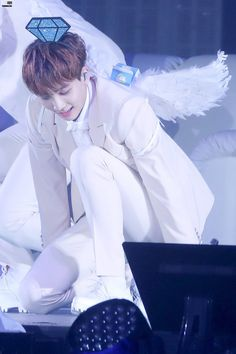 My angel saving my day as usual Mingyu Wonwoo, Seungkwan, Woozi, Vernon Chwe, Joshua Seventeen, Jeonghan Seventeen, Cute Asian Guys, Adore U, Seventeen Wallpapers