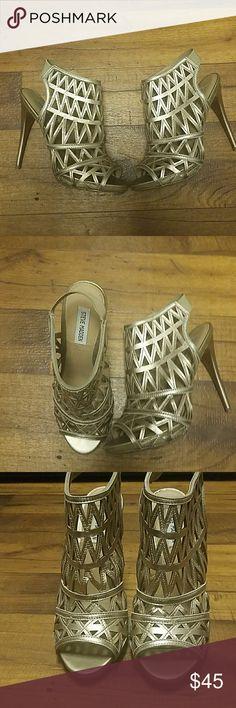 Steve Madden caged heels Metallic super cute heels! Definetly a show stopper Steve Madden Shoes Heels