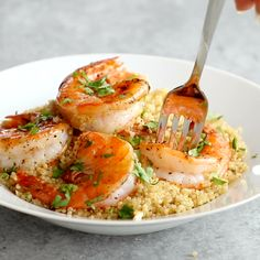 Healthy Meals For Kids This Garlic Butter Shrimp and Quinoa is ready in 30 minutes and is full of garlic butter flavor. One of my favorite ways to do shrimp! Fish Recipes, Seafood Recipes, Cooking Recipes, Healthy Recipes, Healthy Meals, Clean Eating Snacks, Healthy Eating, Shrimp And Quinoa, Garlic Butter Shrimp