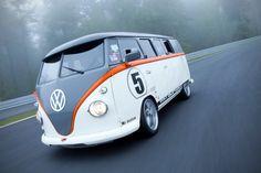 Zo kan het ook! De iconische Volkswagen Camper uit 1967 omgebouwd tot een modern kampeervoertuig.