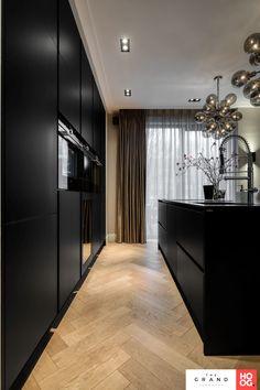 Kitchen Interior, Kitchen Design, Black Interior Design, Cocinas Kitchen, House Inside, Modern Architecture House, Cuisines Design, Home Deco, Home Kitchens