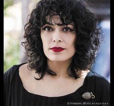 A top maquiadora Fabiana Gomes aposta no corte wavy bob para valorizar seus fios enrolados