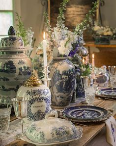 Blue and white vases with fresh flowers on the table French Country Decorating, Decor, Blue White Decor, Beautiful Table, Blue And White, Blue Decor, Table Decorations, Table Settings, White Christmas Decor