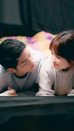 Song Joong-ki as Yoo Shi-jin Song Hye-kyo as Kang Mo-yeon Descendants of the sun Korean Celebrities, Korean Actors, My Shy Boss, Soon Joong Ki, Decendants Of The Sun, Kdrama, Sun Song, Korean Drama Series, Songsong Couple