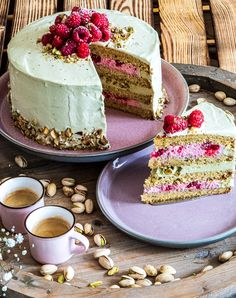 Mein Liebling auf dem Tortenbuffet – Himbeer-Pistazien-Torte – mitliebezurtorte My favorite on the cake buffet – raspberry and pistachio cake Easy Chocolate Desserts, Chocolate Cake Recipe Easy, Chocolate Recipes, Easy Cake Recipes, Dessert Recipes, Pistachio Cake, Cake & Co, Pin On, Food Cakes