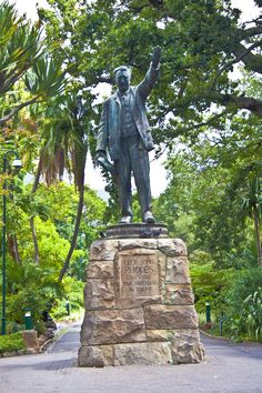 Cecil John Rhodes Statue in Cape Town Botanical Gardens. Cape Town South Africa, Victoria Falls, St Helena, Places Of Interest, My Land, African History, West Africa, World Traveler, John Rhodes