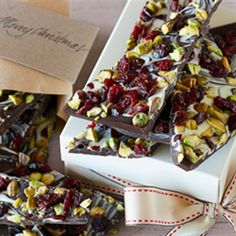 Try this Christmas Chocolate Bark recipe by Chef LifeStyle FOOD. Xmas Food, Christmas Cooking, Christmas Diy, Cooking Chocolate, Bark Recipe, Chocolate Bark, Christmas Chocolate, Tray Bakes, Sweets