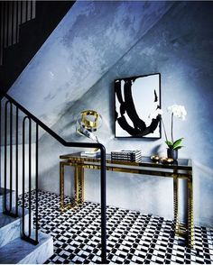 Do you want an entryway with Glamor and Sophistication? Let inspiring you. See more clicking on the image.   #EntrywaysLuxuryDesign