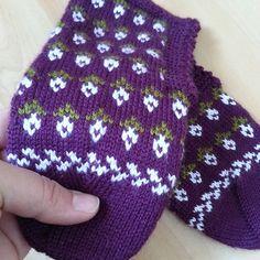 Knitting Socks, Baby Knitting, Knitted Hats, Fingerless Gloves, Arm Warmers, Diy And Crafts, Elsa, Crochet, Instagram Posts