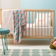 Cot sheets - Dimensions: Flat sheet: 140 x 150 cm Fitted sheet: 75 x 135 x 19 cm  Material: 100% organic cotton
