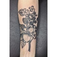 Great botanical tattoo by Elissa Rocabado #berries