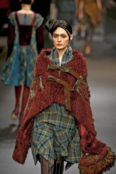 I'd like to do something like this with a wicked old blanket    Hiroko Koshino F/W 2008