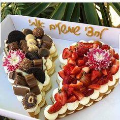 Recipe number cake easy to make - Amourducake Number Birthday Cakes, Number Cakes, Cupcake Birthday Cake, Cupcake Cakes, Cake Decorating Frosting, Cake Decorating Tips, Alphabet Cake, Dessert Recipes, Cake Recipes