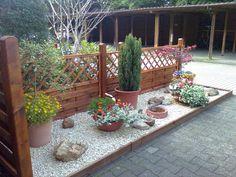 vorgarten: gras, torf, steine, kübel | anziehsachen | pinterest, Garten und Bauen