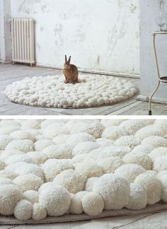 Interior decotration, interior art and design objects: soft sculptures made out of pompons. Extraordinary Pompon-fashion accessories: bags and charms. White Carpet, Diy Carpet, Rugs On Carpet, Carpets, Crochet Carpet, Pom Pom Rug, Creation Deco, Carpet Styles, Pinterest Diy