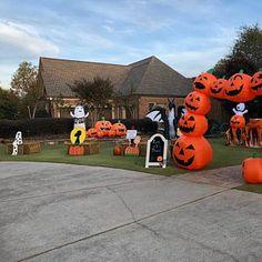 Painted Set of 6 Peanuts Halloween Yard Art Halloween Yard Art, Cute Halloween Decorations, Christmas Yard Art, Nutcracker Christmas, Halloween Season, Halloween Pumpkins, Halloween Crafts, Christmas Diy, Halloween Tricks