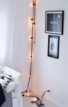 Home Decor Inspiration : Decorating with Light: 10 Pretty Ways Use String Lights Apartment Therapys Apartment Decoration, Ideas Vintage, Decor Inspiration, Home Goods Decor, Black Decor, Home Decor Bedroom, Diy Bedroom, Bedroom Ideas, Light Decorations