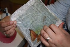 MATRIUSKADAS: Paso a Paso: Bandejas con Decoupage Decoupage, Rice Paper, Bottle, Trays, Step By Step, Manualidades