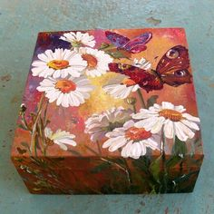 Daisies and butterflies decorated box 🎁 🎁 🎁