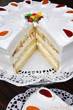 Cake with white chocolate and coconut - Tort cu ciocolata alba si nuca de cocos Romanian Food, Romanian Recipes, Sweets Cake, Coconut Recipes, Cake Videos, Sweet Tarts, How Sweet Eats, Something Sweet, Let Them Eat Cake