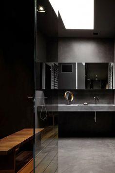 9x donkere badkamers voor een indrukwekkende look